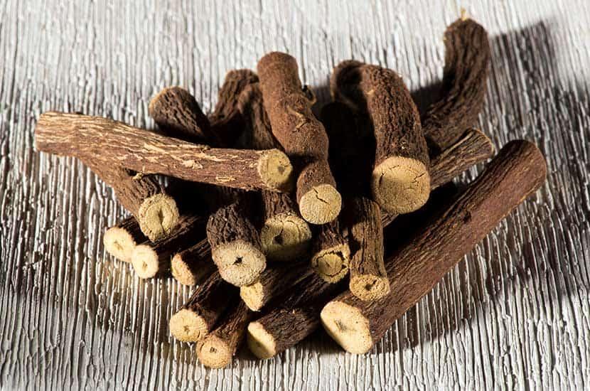 El extracto de raíz de regaliz se utiliza como afrodisíaco en muchos países.