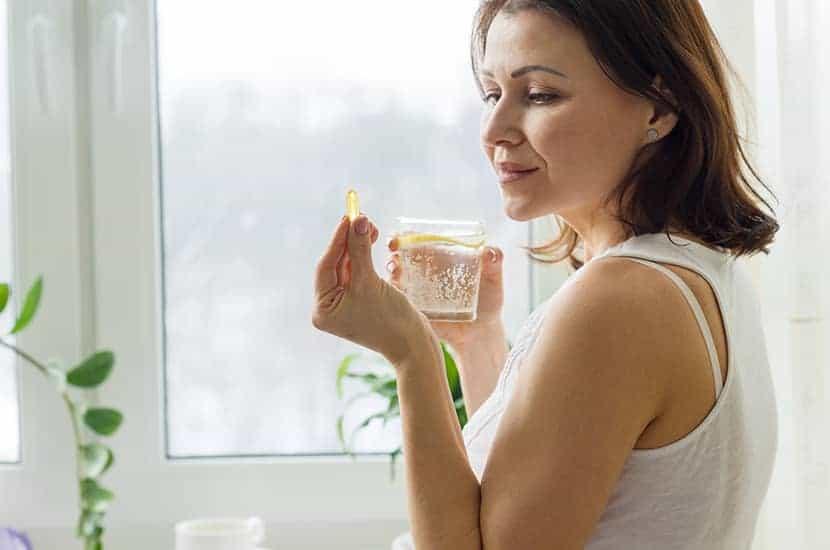 Tome una cápsula de Germitox antes del desayuno y otra antes de la cena.