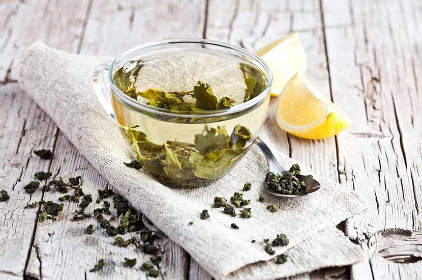 El té verde contiene importantes antioxidantes que pueden ayudarlo a perder peso.
