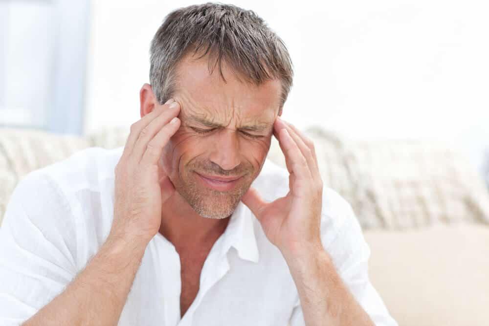 Entre los efectos secundarios podemos destacar el dolor de cabeza.