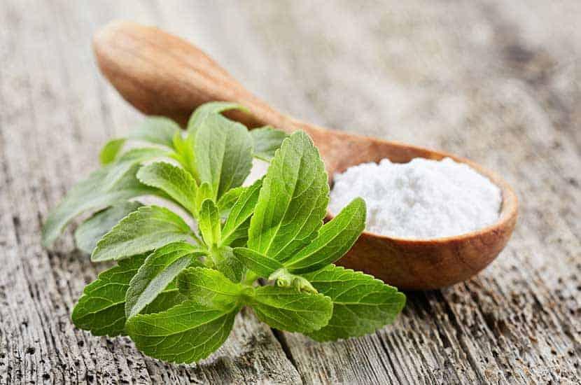 La stevia es un edulcorante natural sin calorías.