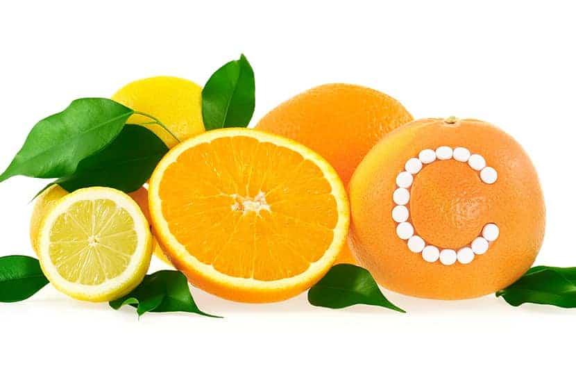 La vitamina C es un antioxidante que puede ayudar a mantener la salud de las articulaciones.